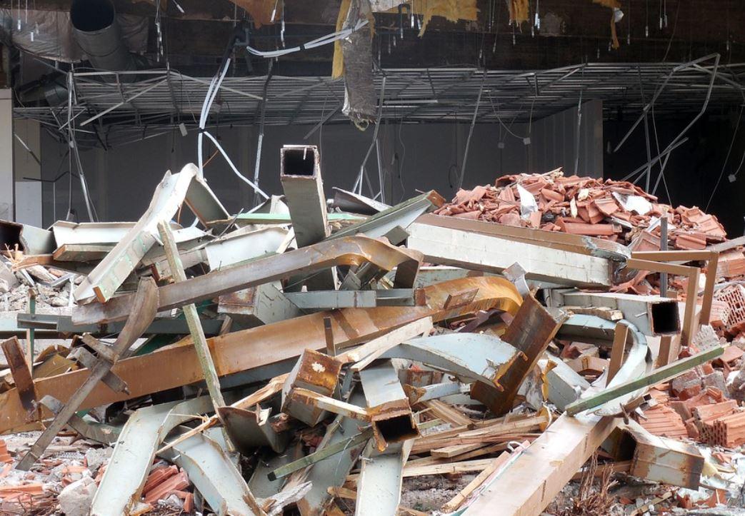 Soñar con derrumbe de edificio